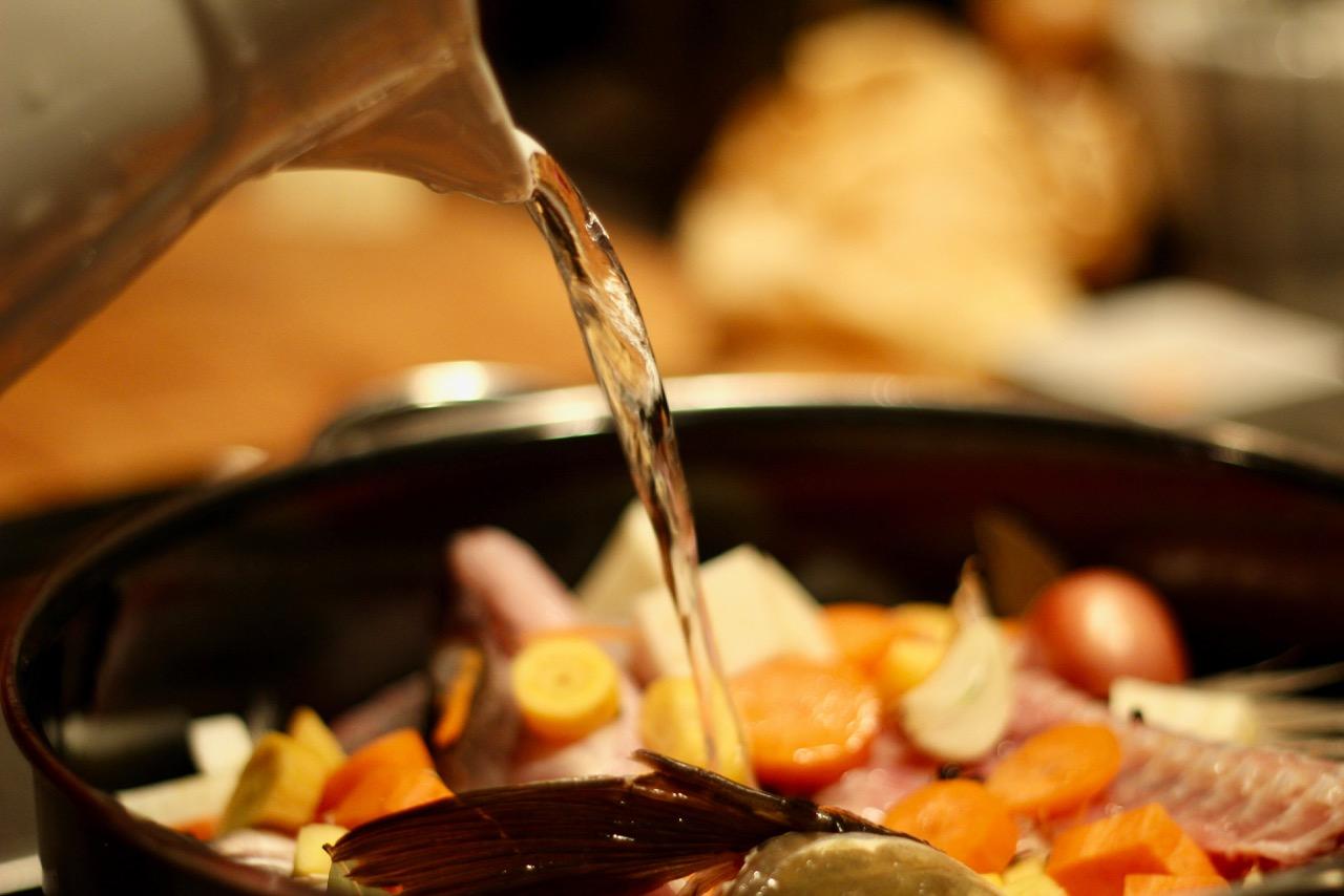 Wirtshausfuehrer – Kochen wie der Wirt – Fischsuppe mit Safran – Gasthaus Gregorits 8