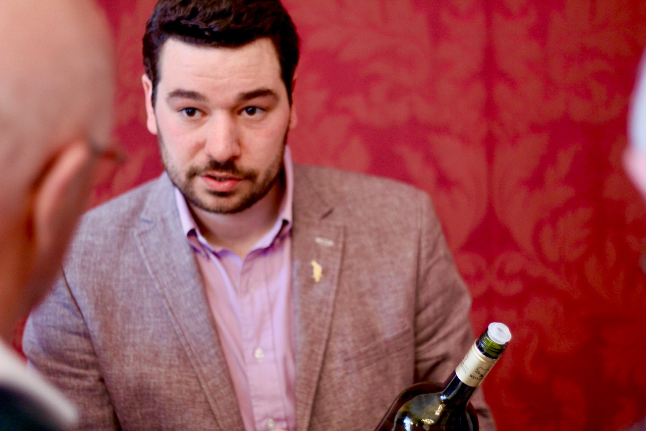 Tomas Taubenschuss aus Poysdorf hatte zwei beeindruckende Magnums im Gepäck: Die Weinviertel DAC Reserven von 2011 und 2009 erwiesen sich als große, komplexe und zeitlose Weine.