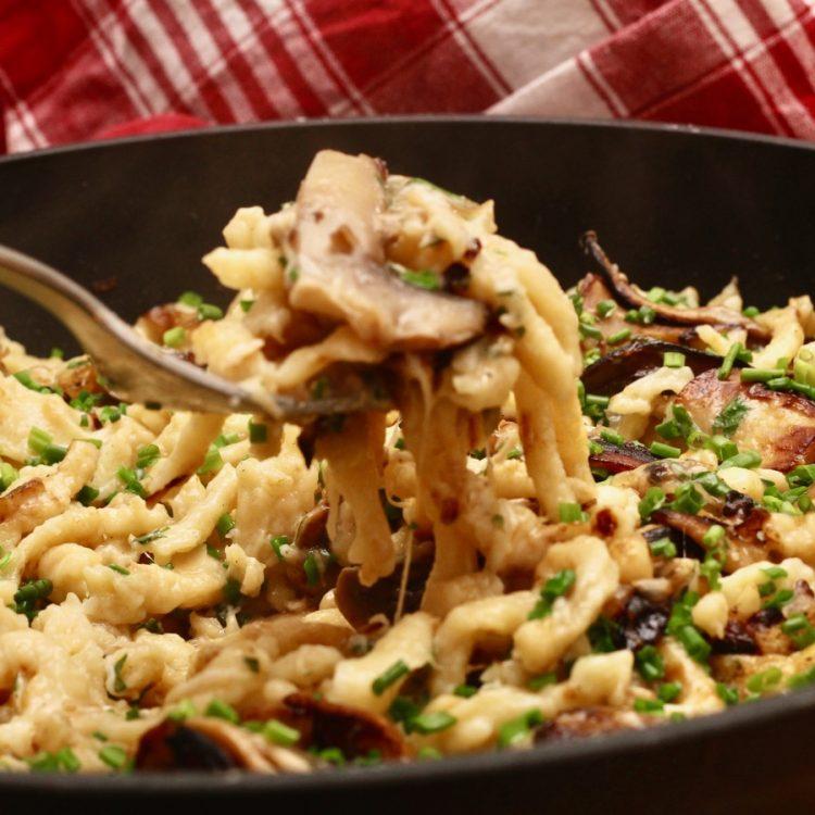 Wirtshausfuehrer – Kochen wie der Wirt – Spätzle mit Champignons – Alte Burg – Gmünd – 10