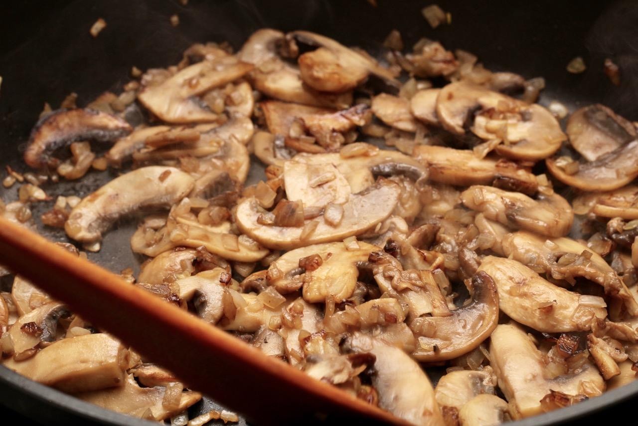 Wirtshausfuehrer – Kochen wie der Wirt – Spätzle mit Champignons – Alte Burg – Gmünd – 7