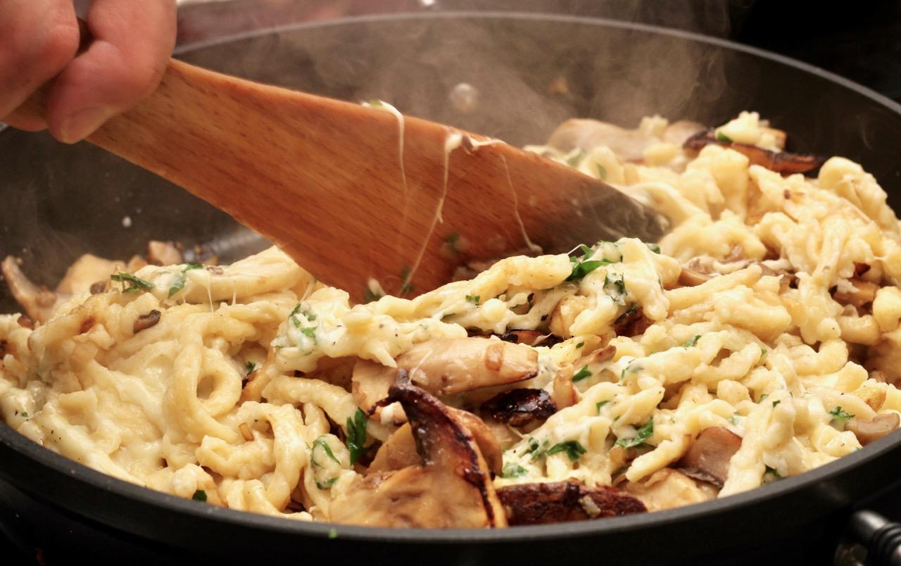 Wirtshausfuehrer – Kochen wie der Wirt – Spätzle mit Champignons – Alte Burg – Gmünd – 9