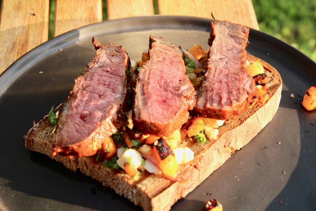 Grillen wie der Wirt: Flat Iron Steak aus dem Schulterscherzel